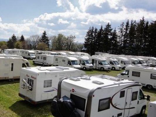 Camping La Romigui 232 Re En Aveyron Au Bord Du Lac Pr 232 S De