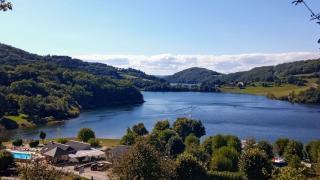 Camping La Romiguière - Accueil Caravanes Camping-Car Mobil-Home les pieds dans l'eau en Aveyron près de Laguiole