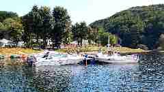 Camping La Romiguiere : Le ponton et les bateaux